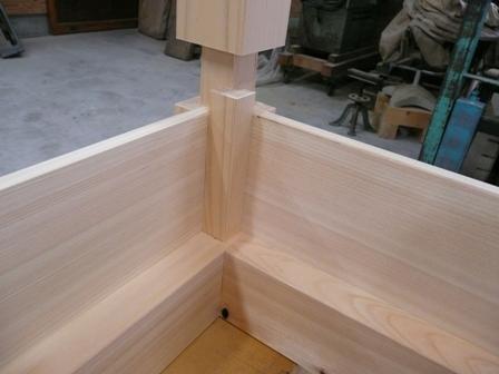 土台と柱、羽目板